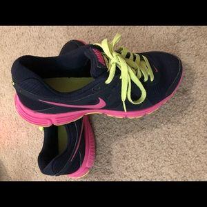 Women's Nike shoes 7.5